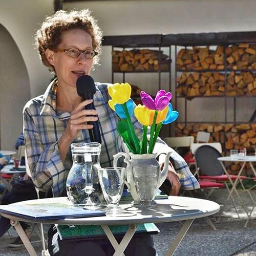 Čitalnica na dvorišču, foto: Hana Repše